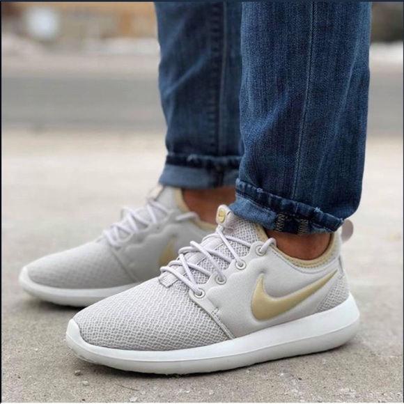 outlet store 50f85 5088e NWT Nike Roshe Two Light Bone WMNS NWT